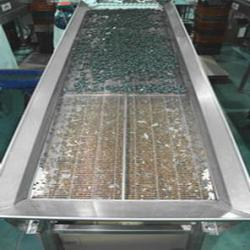 Cleaning and drying conveyor